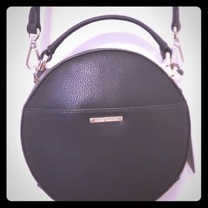 Vince Camuto Blk leather round Crossbody bag